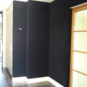 tapeta ciemna na ścianie