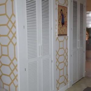 drzwi i ściana