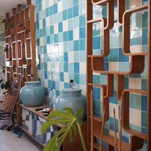 tapeta kolorowa na ścianie