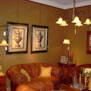 złota tapeta na ścianie