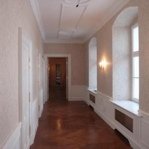 tapetowanie korytarza